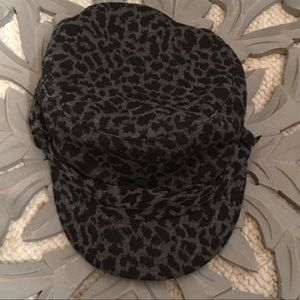Women's animal print cheetah D & Y hat